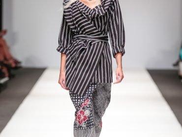 Designer: The Embassy Of The Republic Of Indonesia presents Lulu Lutfu Labibi, unknown model