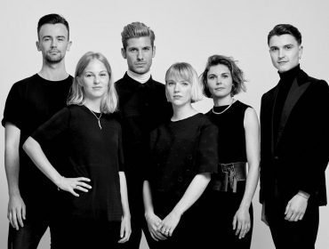 LEFT TO RIGHT: Designer Christiaan de Vries(AMFI), designer Nikki Duijst(KABK), Martijn Nekoui(MOAM), designer Elysanne Schuurman(HKU), designer Maartje Janse(ArtEZ) & designer Olivier Jehee (KABK).