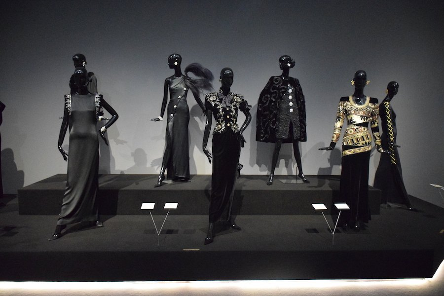 hubert de givenchy at the gemeentemuseum den haag to audrey with love a shaded view on fashion. Black Bedroom Furniture Sets. Home Design Ideas