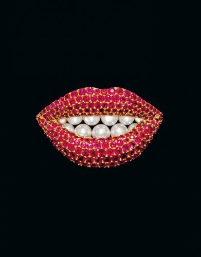 Reproduction of a work by Salvador Dali by Henryk Kaston, Rubby Lips 1970-80 18 carat gold, rubies, cultured pearls ©photo Robin Hill