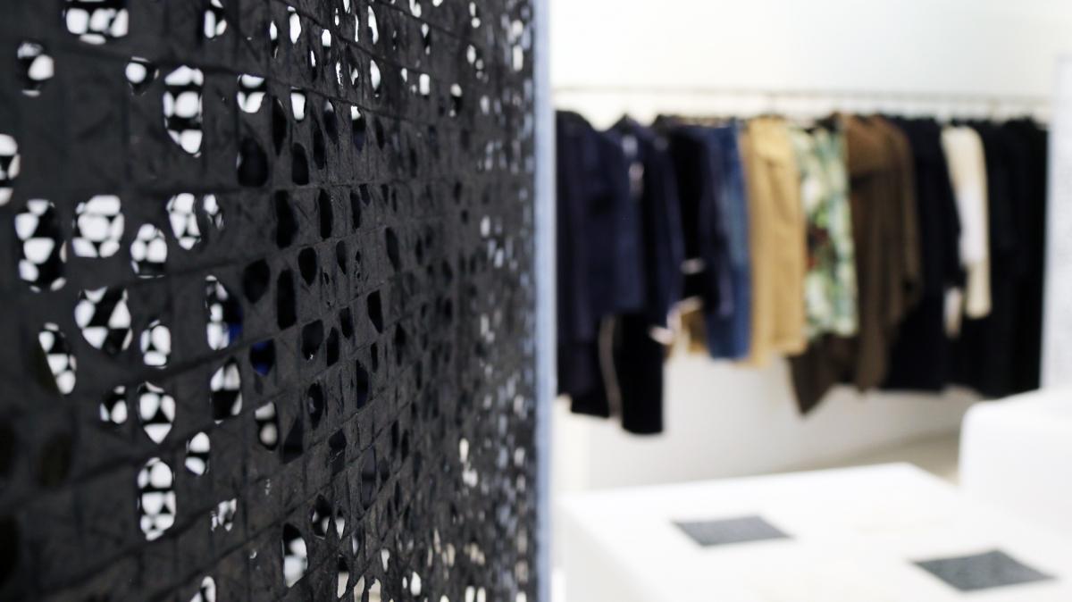 paris design week y s yohji yamamoto parcours papier. Black Bedroom Furniture Sets. Home Design Ideas