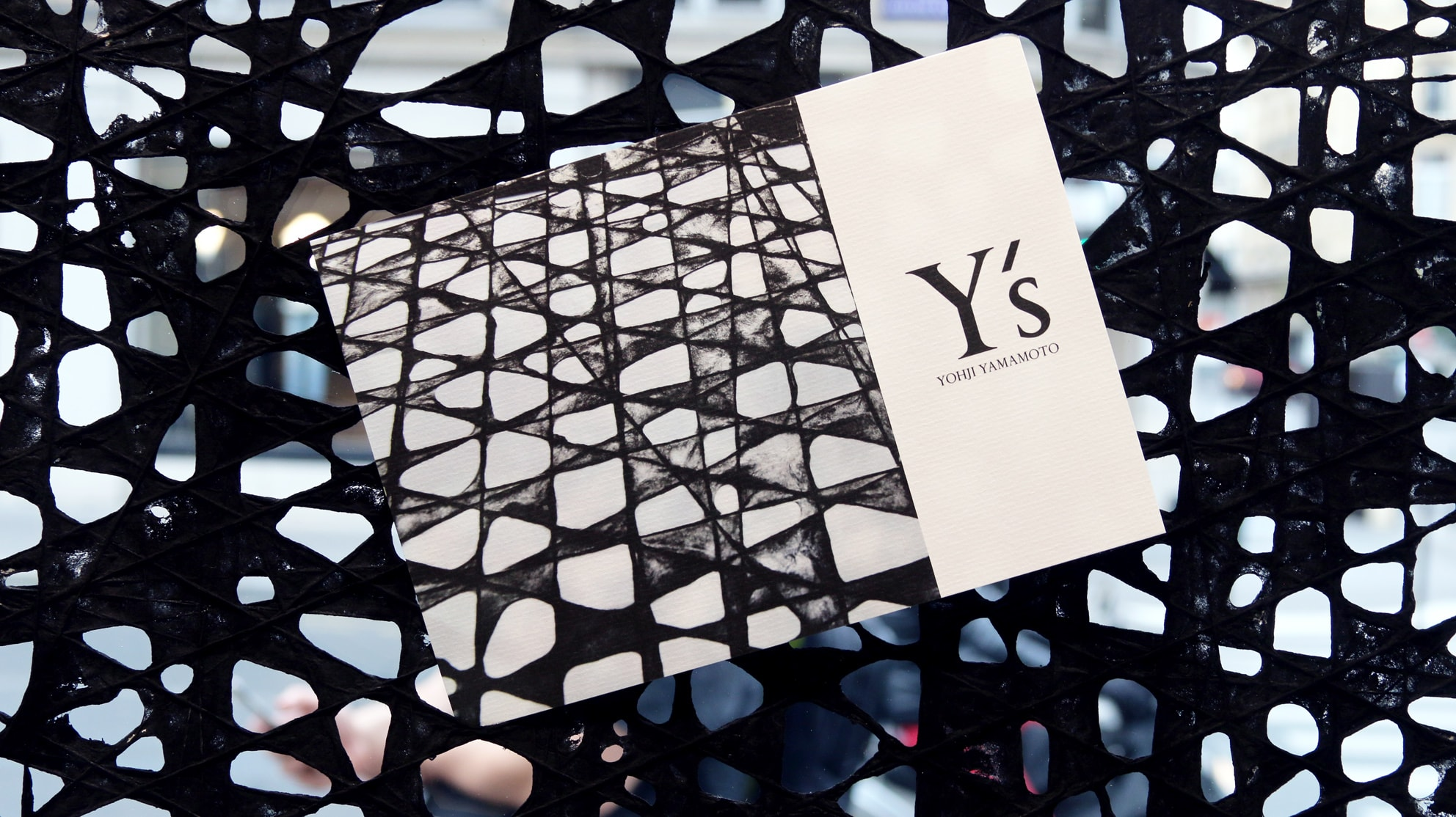 paris design week y s yohji yamamoto parcours papier text by runzhou sun a shaded view on. Black Bedroom Furniture Sets. Home Design Ideas