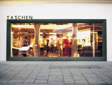 preview_taschen_store_paris_01_1001041530_id_108617