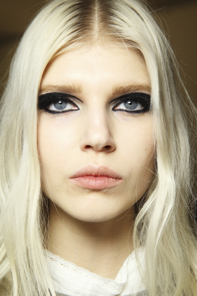 asvof-2015-01-26-backstage_with_sonny_vandevelde_at_versace_couture_-_the_eyes-diane_pernet-2114020276.jpg