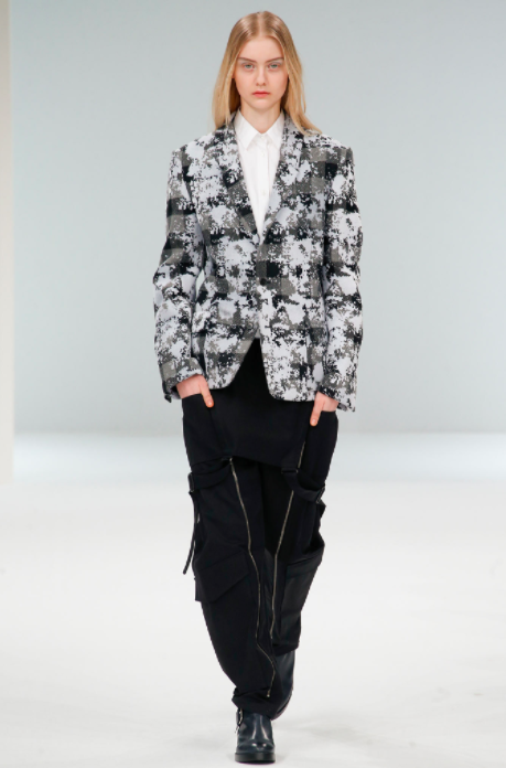 asvof-2015-03-10-hussein_chalayan_fall_winter_2015_murder_on_the_orient_express-giorgia_cantarini-815027926.png