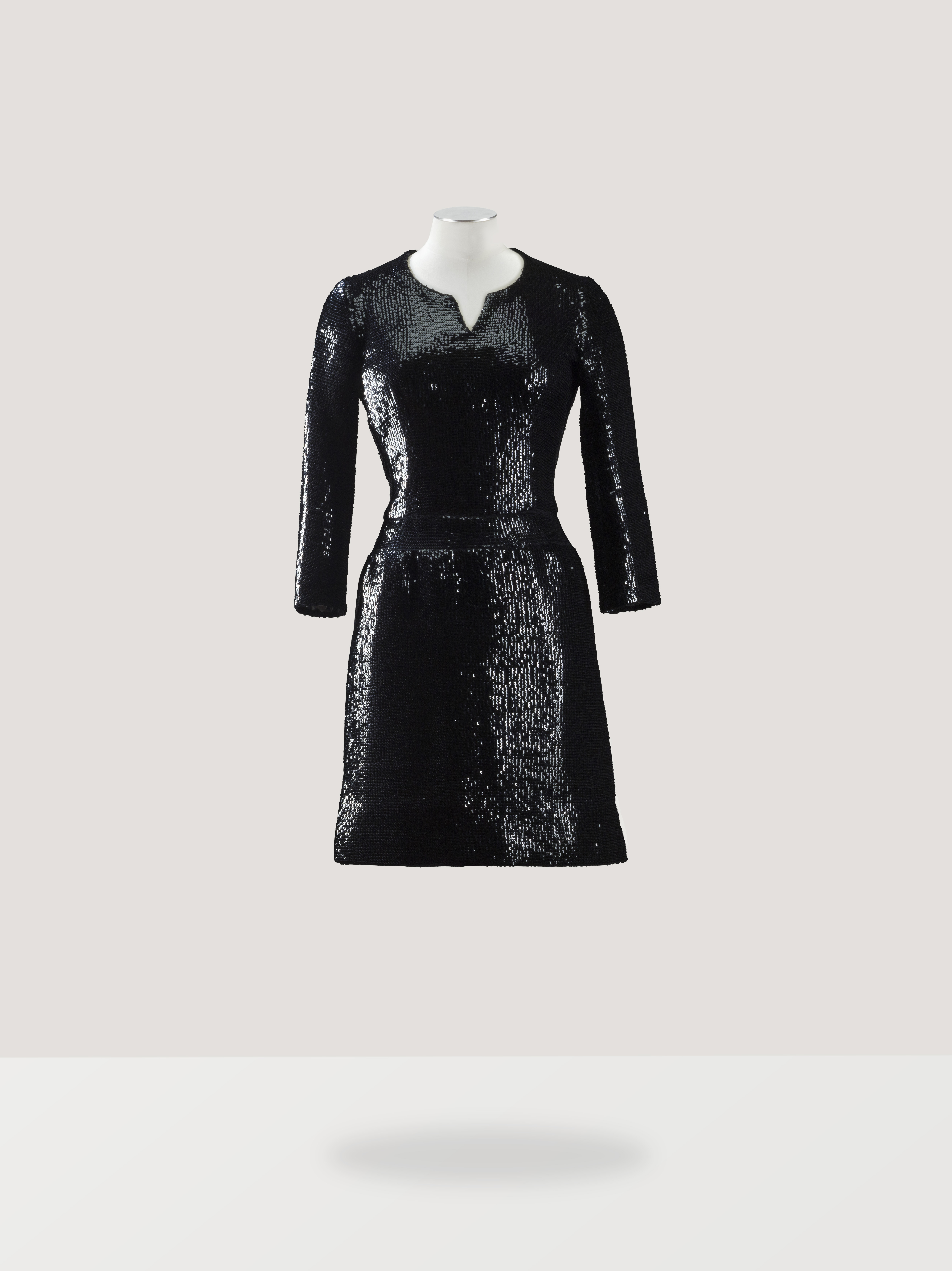asvof-2015-03-13-every_dress_tells_a_story_couture_from_the_didier_ludot_collection_auction_at_sotheby039s_paris_july_8th-diane_pernet-1906434099.jpg
