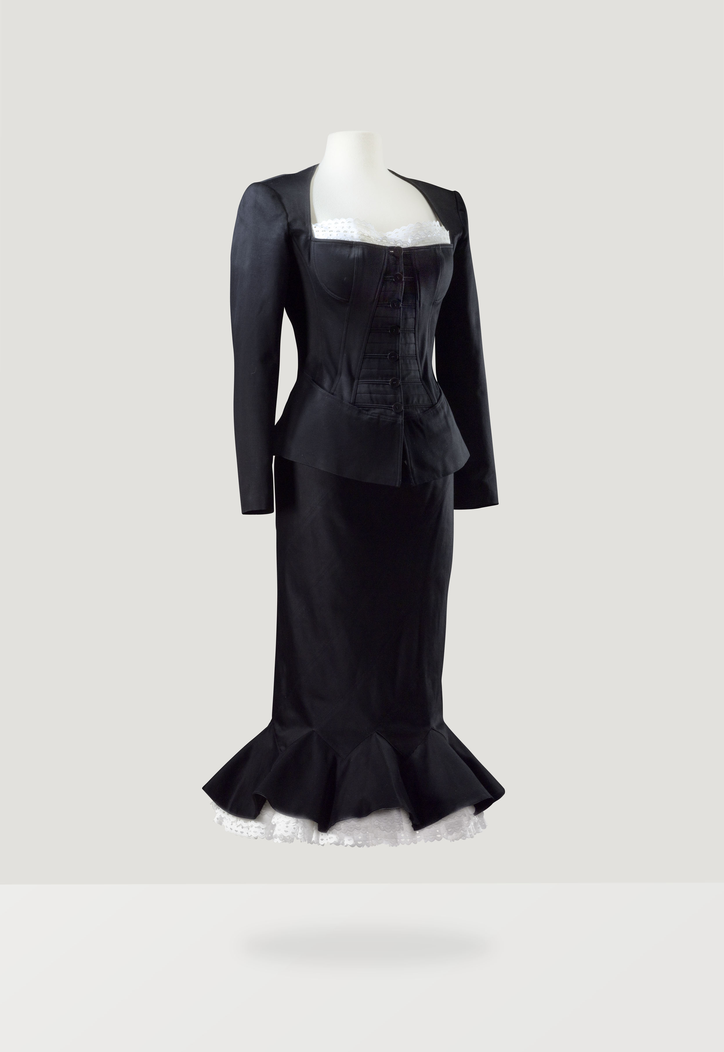 asvof-2015-03-13-every_dress_tells_a_story_couture_from_the_didier_ludot_collection_auction_at_sotheby039s_paris_july_8th-diane_pernet-715913120.jpg