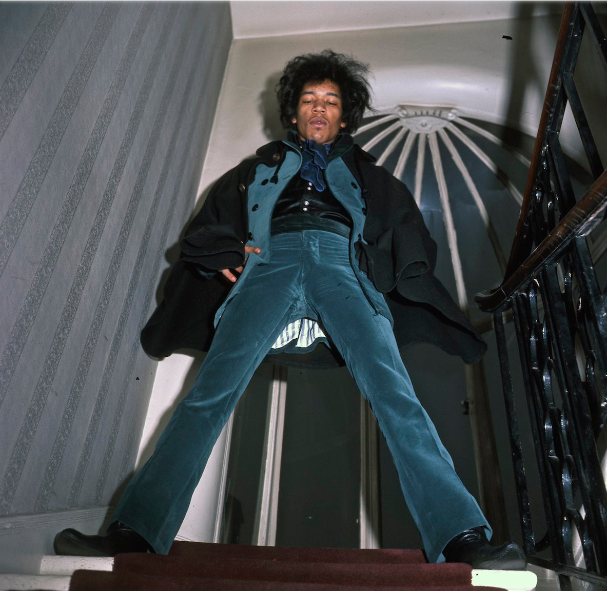 asvof-2015-04-17-1967_hanging_out_with_hendrix_jimi_puts_the_kettle_on_at_34_montagu_square_by_amanda_uren-diane_pernet-1001751778.png