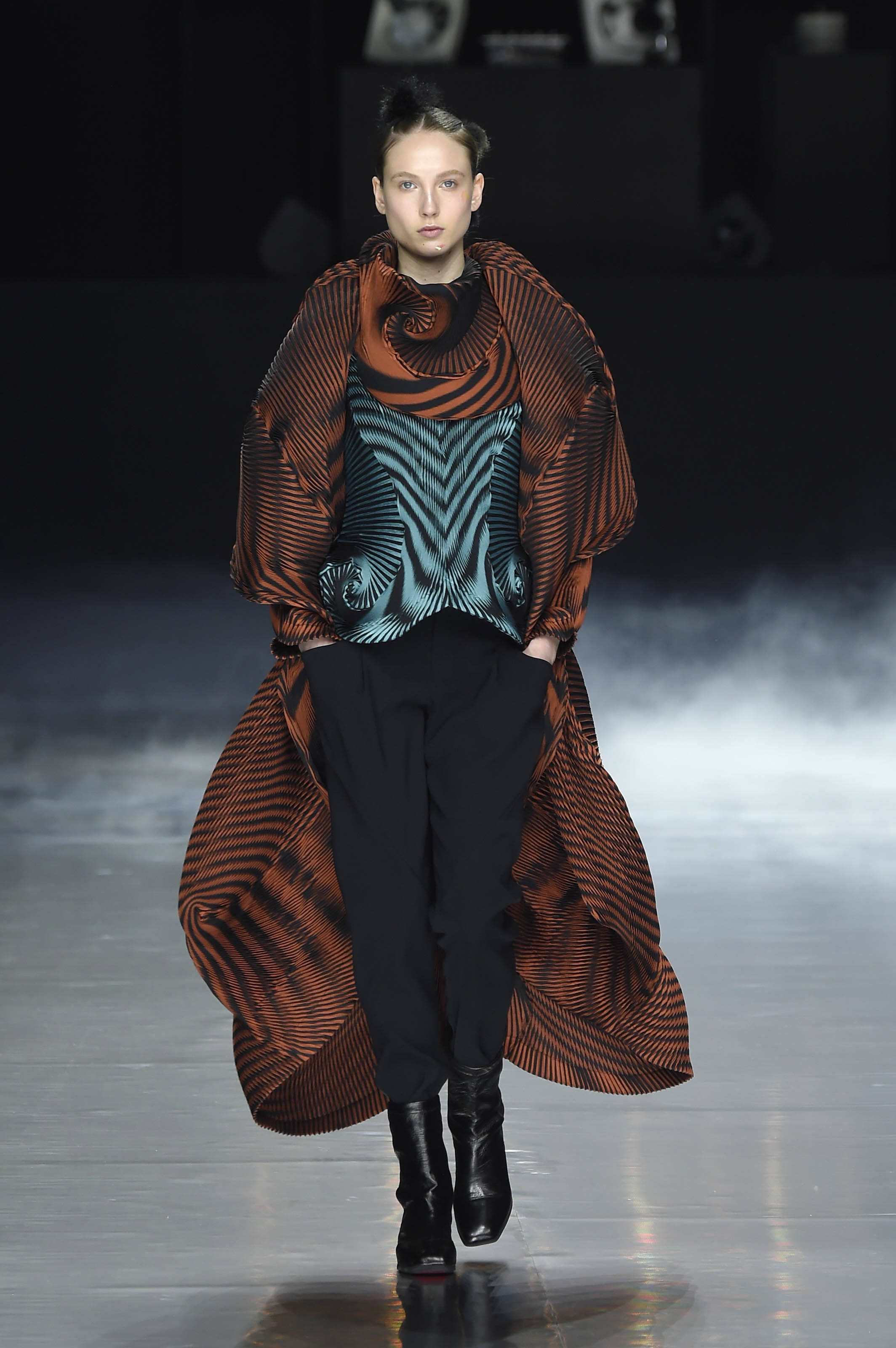 ASVOF-2016-03-05-A piece of cloth at Issey Miyake by Lily Templeton-Lily Templeton-1622067054.jpg